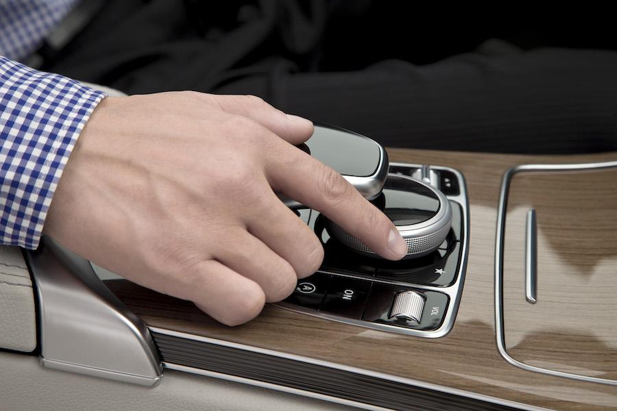 Mercedes benz muestra nuevas im genes de apple carplay en for Mercedes benz apple carplay